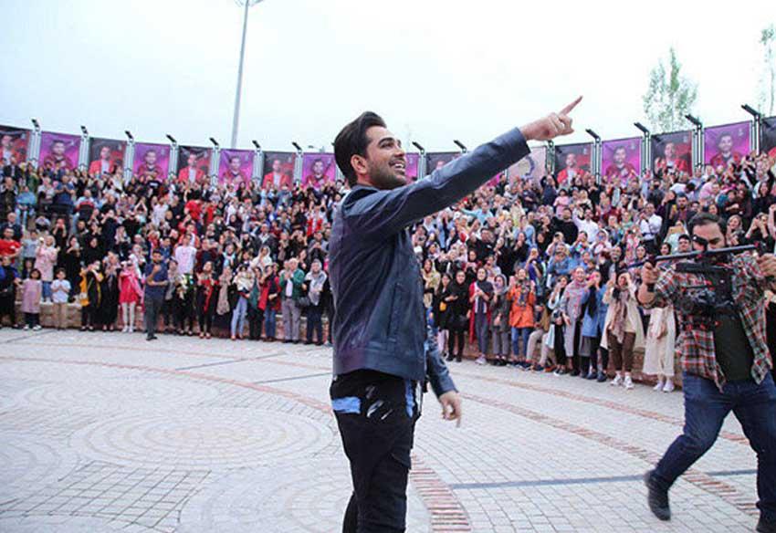 دیدار فرزاد فرخ با هوادارانش در بام لند در آستانه کنسرتش