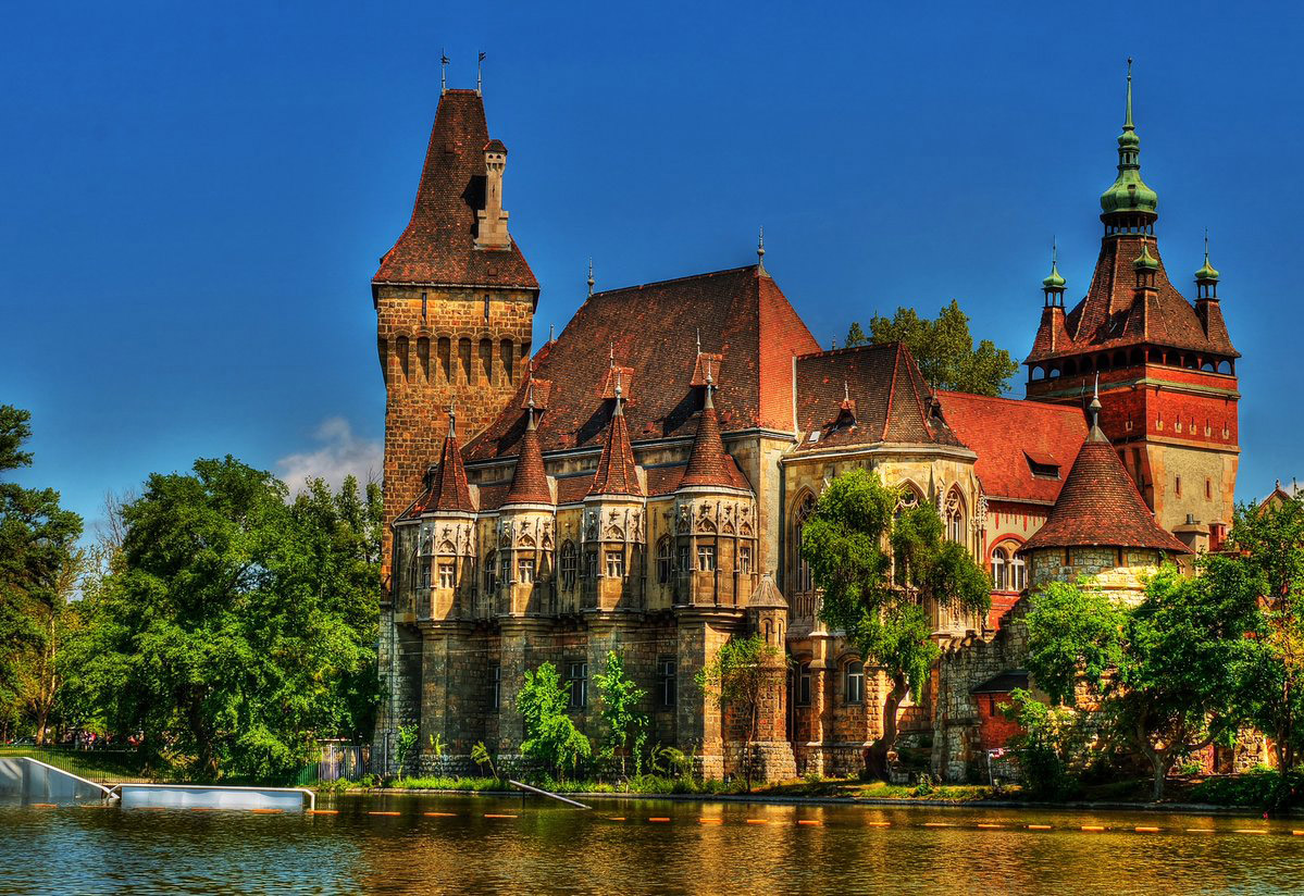 فیلمبرداری سریال ویچر- The Witcher در قلعه زیبا Vajdahunyad در مجارستان