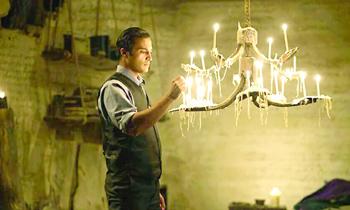 فیلم اژدها وارد میشود کارگردان:مانی حقیقی بازیگران:همایون غنیزاده، امیر جدیدی، نادر فلاح سال ساخت:۱۳۹۴