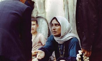 فیلم باشو، غریبه کوچک کارگردان:بهرام بیضایی بازیگران:سوسن تسلیمی، پرویز پورحسینی، عدنان عفراویان سال ساخت:۱۳۶۵